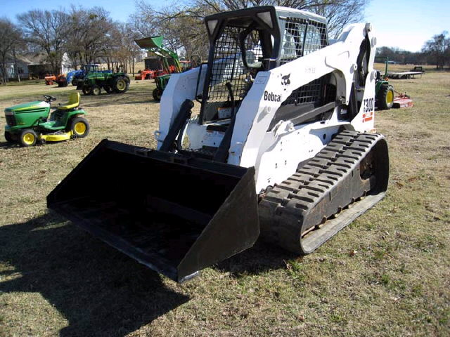 Where to find Bobcat T300 track loader 81hp in Bensenville